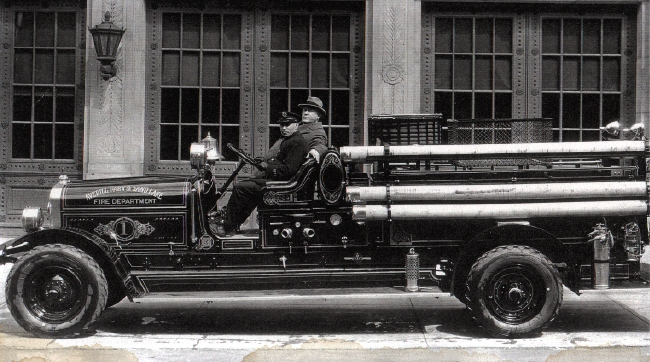 Averill Park-Sand Lake Fire Company's 1928 Seagrave. Note bell on cowling near driver. Click on the picture for a larger version.